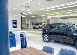 Der neue Land Rover Defender bei AUTO STAHL im Jaguar Land Rover Flagship-Store in der Brunner Straße 81a, 1230 Wien