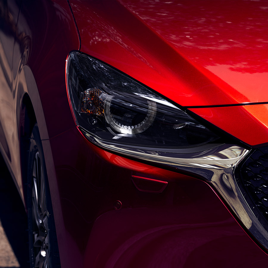 Mazda 2 Modellabbildung in der Modellfarbe rot in Detail Frontansicht