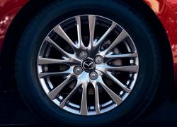 Mazda 2 Modellabbildung in der Modellfarbe, Ansicht der Felgen