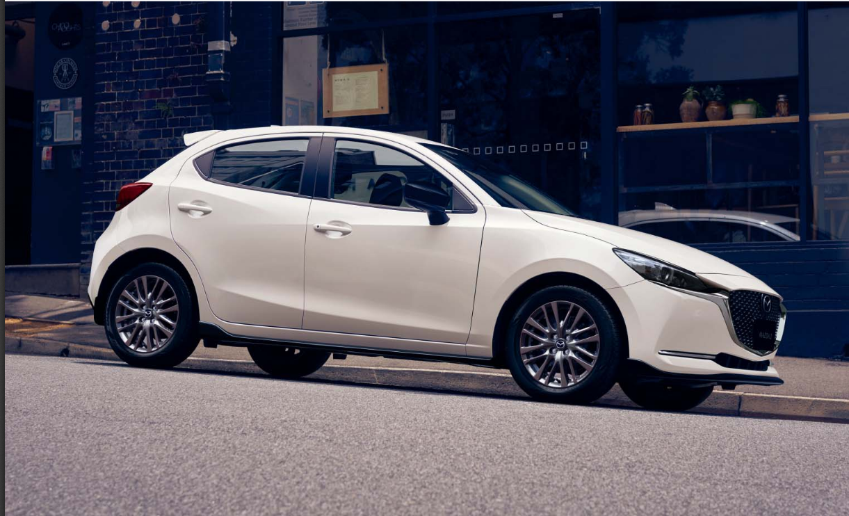 Mazda 2 Modellabbildung in der Modellfarbe weiß in Seitenansicht