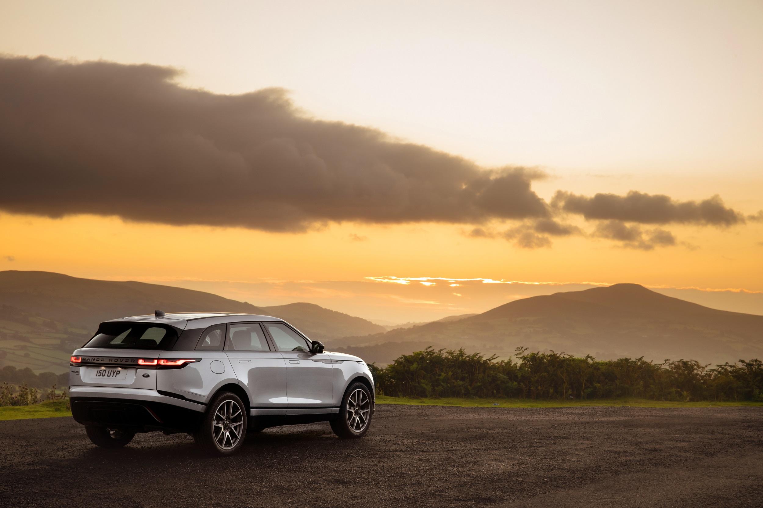 Auto Stahl der neue Range Rover Velar Sonnenuntergang
