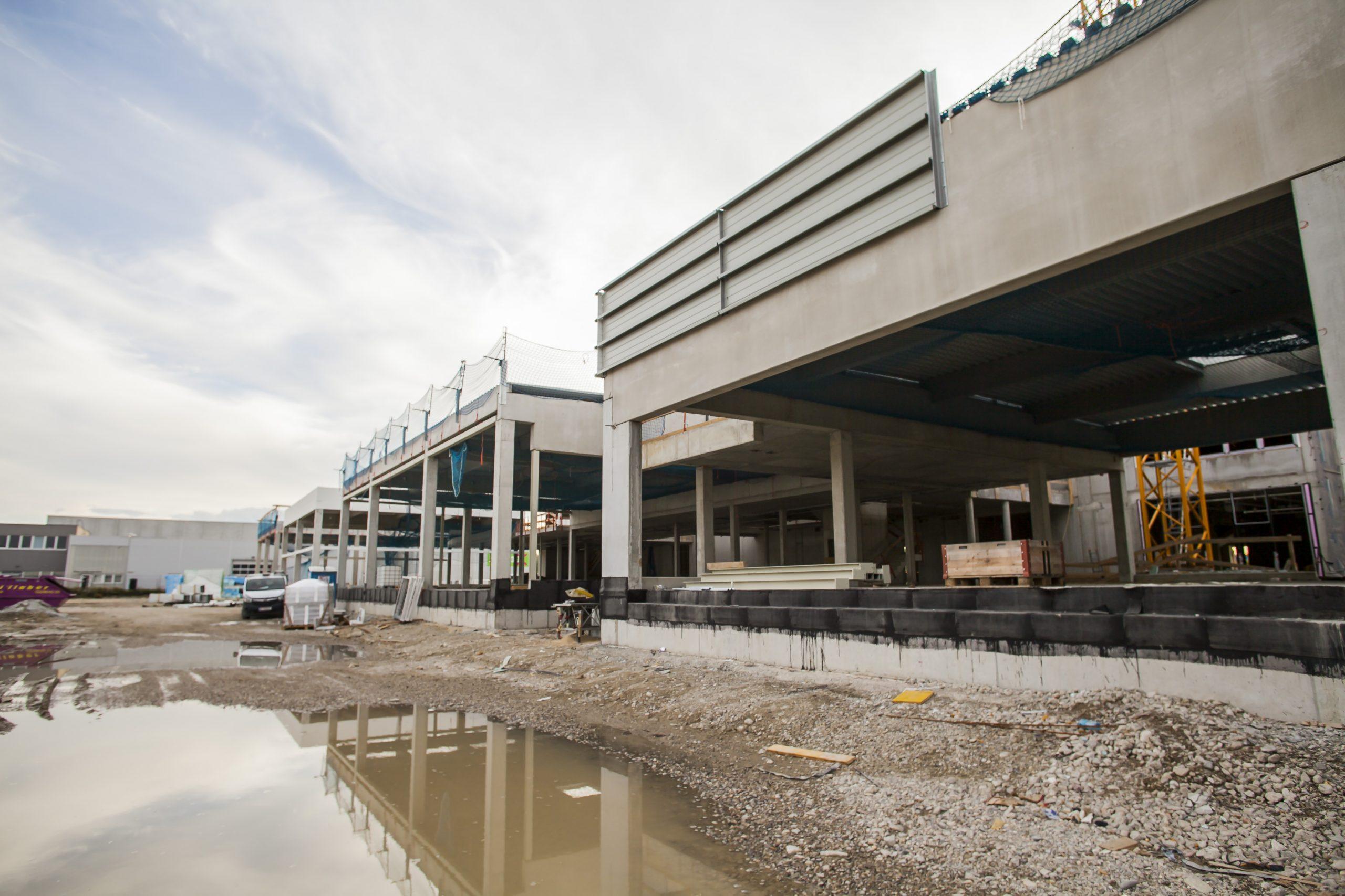 AUTO STAHL Wien 22 | Außenansicht der Schauräume für Jaguar und Land Rover | September 2020