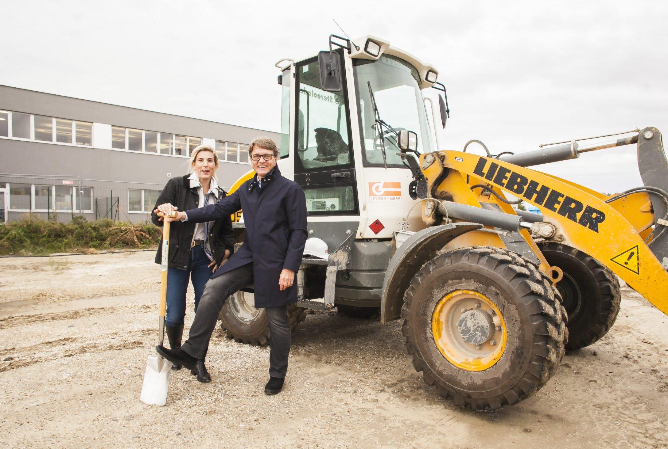 Spatenstich für das neue Bauvorhaben mit Mag. Isabella Keusch, MAS und Ing. Gernot Keusch in der Schillingstraße 4