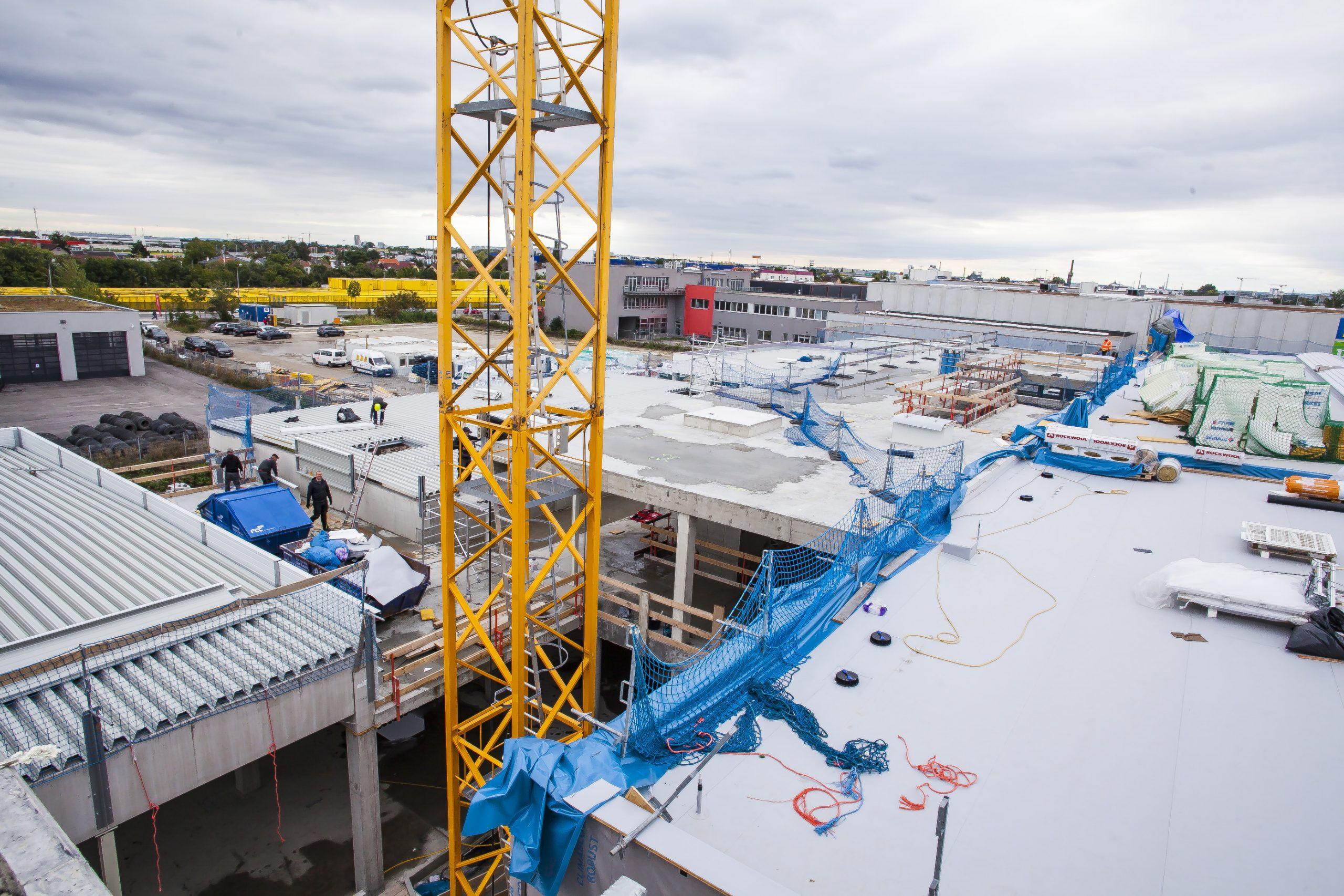 AUTO STAHL Wien 22 | Ansicht vom Parkdeck auf das Firmengelände | September 2020