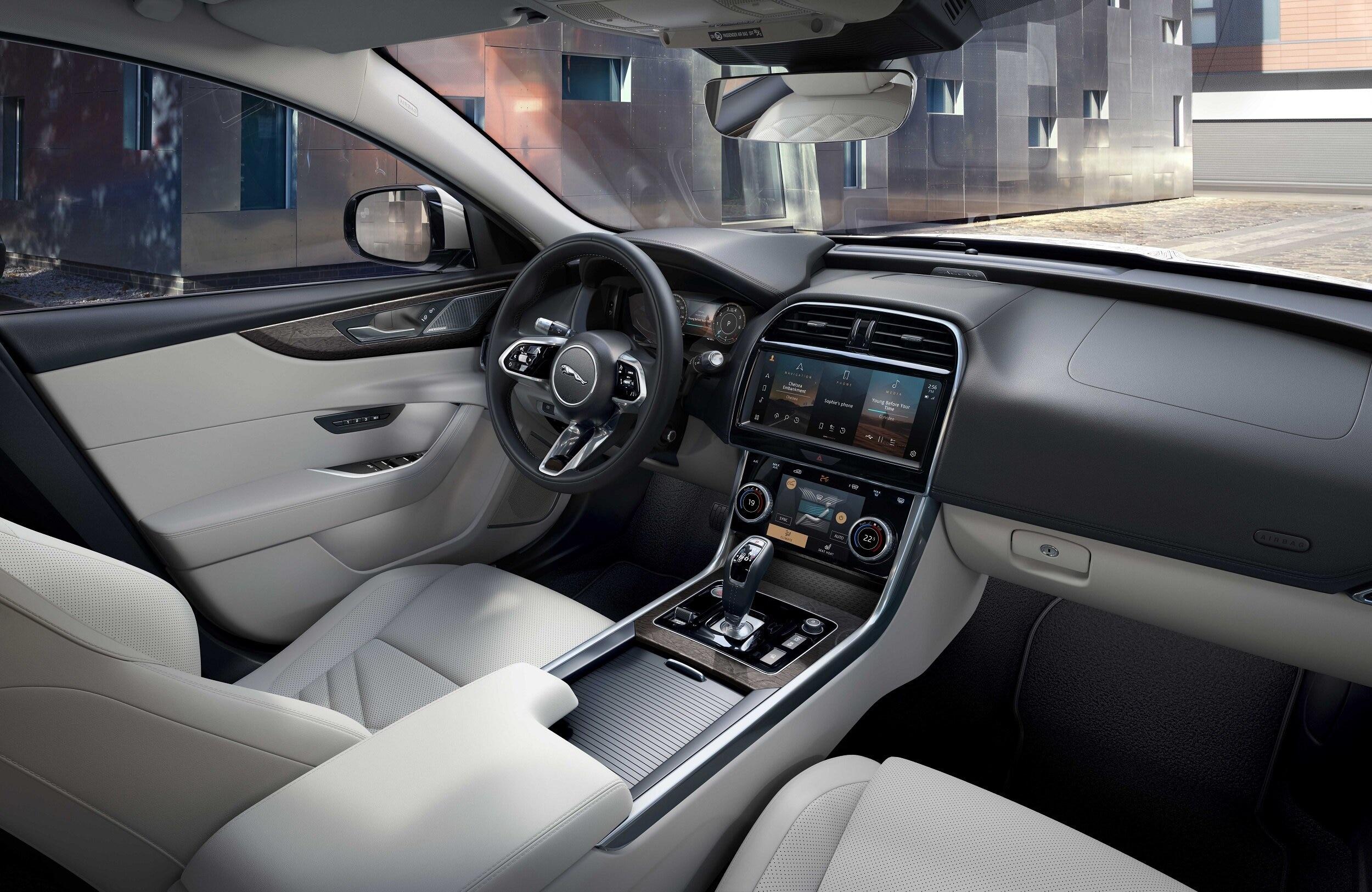 Auto Stahl der neue Jaguar XE Innenansicht