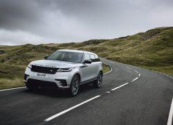 Range Rover Velar weiß während der Fahrt