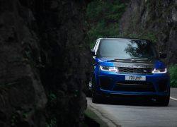 Range Rover Sport SVR – Bei der Jaguar Land Rover SVO Tour vom 28.9. bis 9.10.2021 bei Auto Stahl Wien 22 erleben!